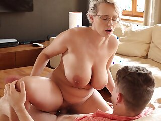 Seductive thick European MILF Underwriter Wicky enjoying some mind blowing sex